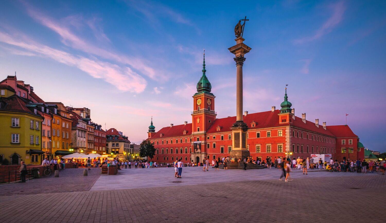 il Castello Reale di Varsavia, davanti al castello la Colonna del re Sigismondo