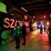 nella foto vediamo l`interno del museo dei neon a Varsavia