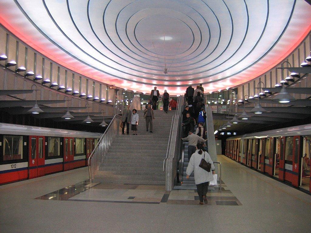 Stazione della metropolitana di Varsavia Piazza Wilsona